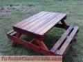 Mesa de camping con palet